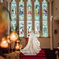 宝石を溶かしたステンドグラス輝く教会でフォトウェディング♪