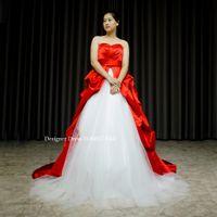 赤いサテンと白いチュールのドレスを作りました。