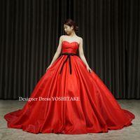 赤い光沢のあるしっかりとしたサテン系ドレスを作りました
