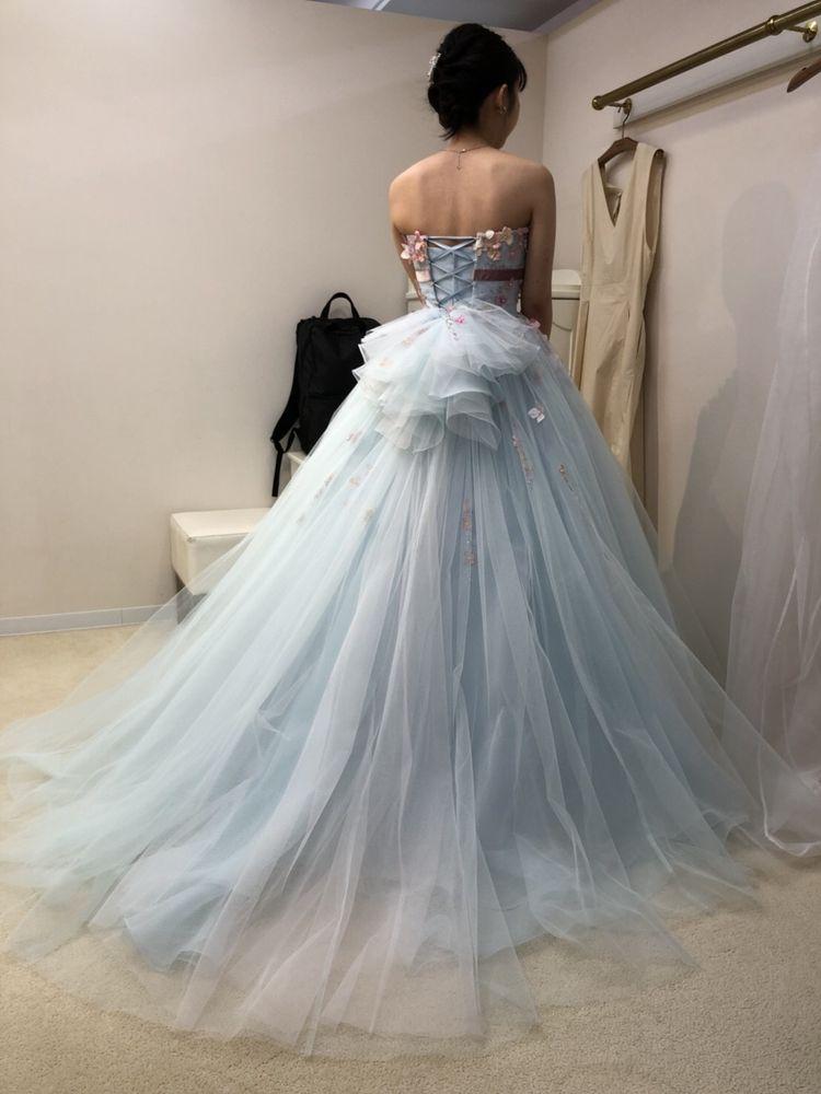 ピンクとブルーのパステルカラードレス