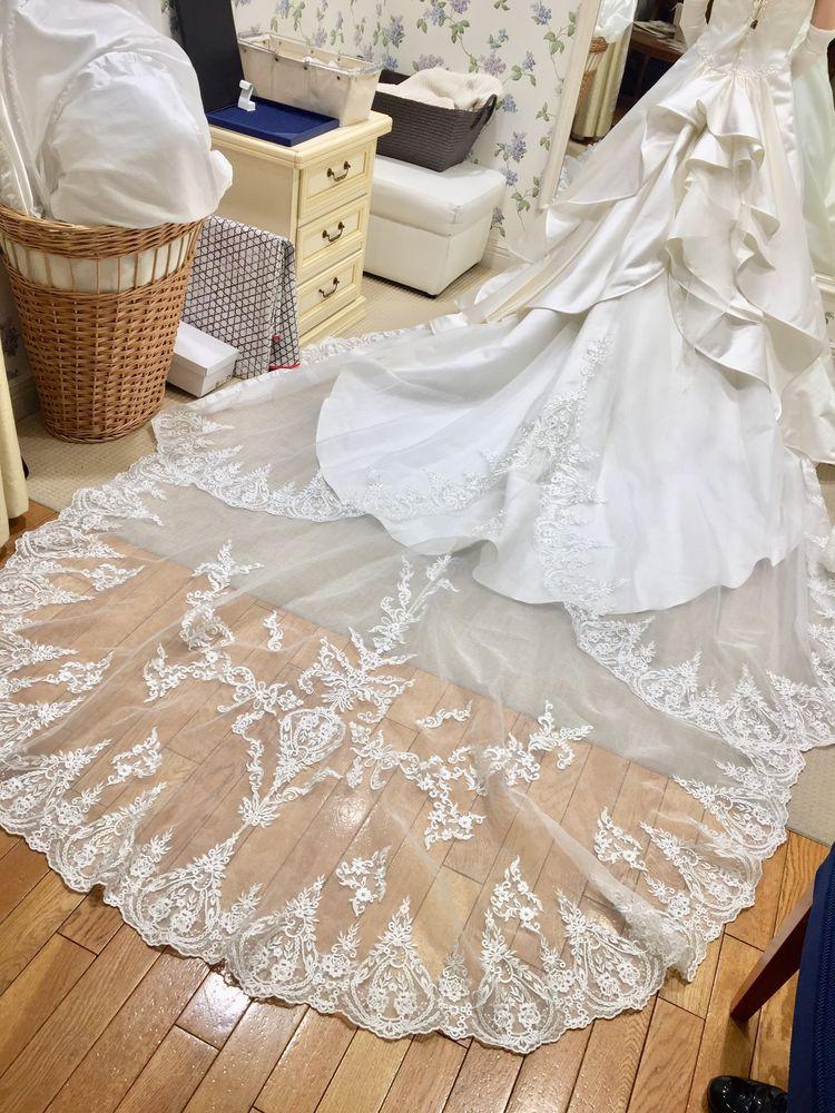 王道のサテンドレス