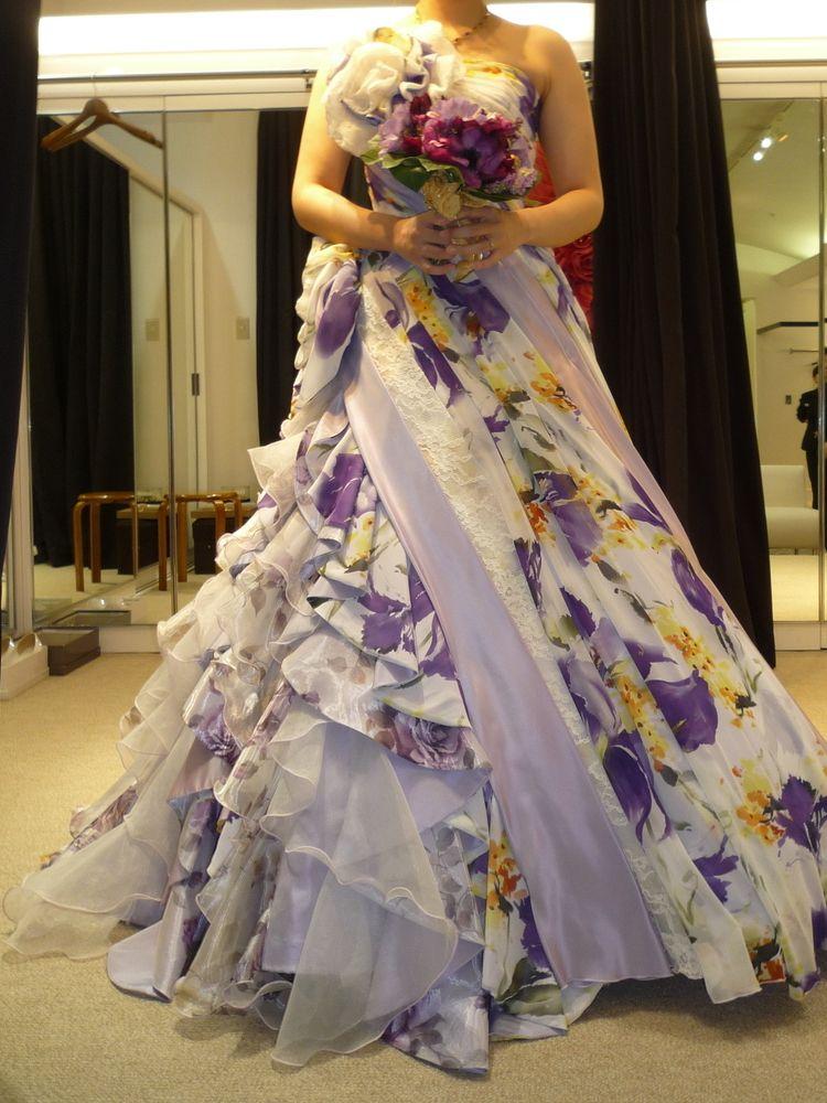 個性あふれるカラードレス