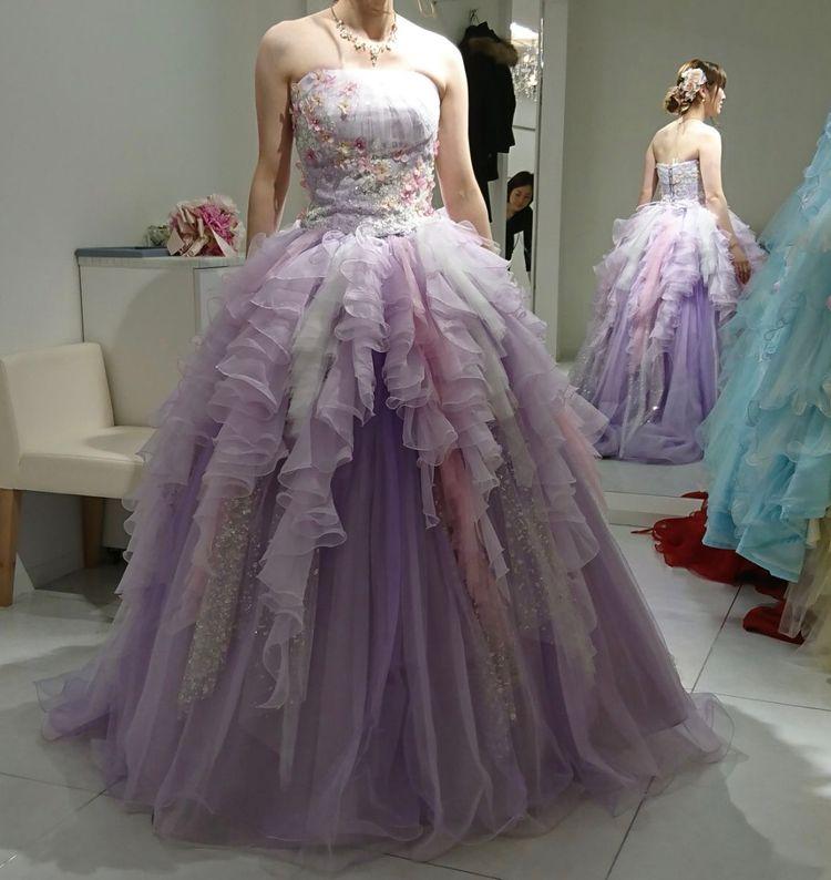 ラベンダー色の甘すぎないドレス