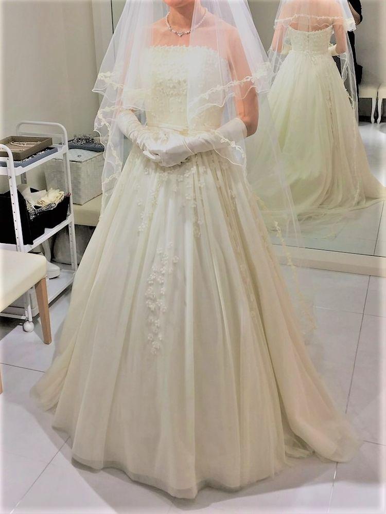 春らしいふんわりとした雰囲気のウェディングドレス