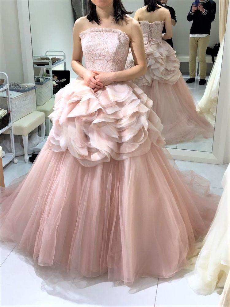 ふんわり春らしい落ち着いたピンク色のドレス