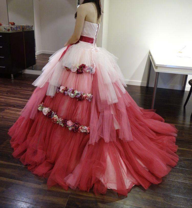 ラブリーな雰囲気のカラードレス