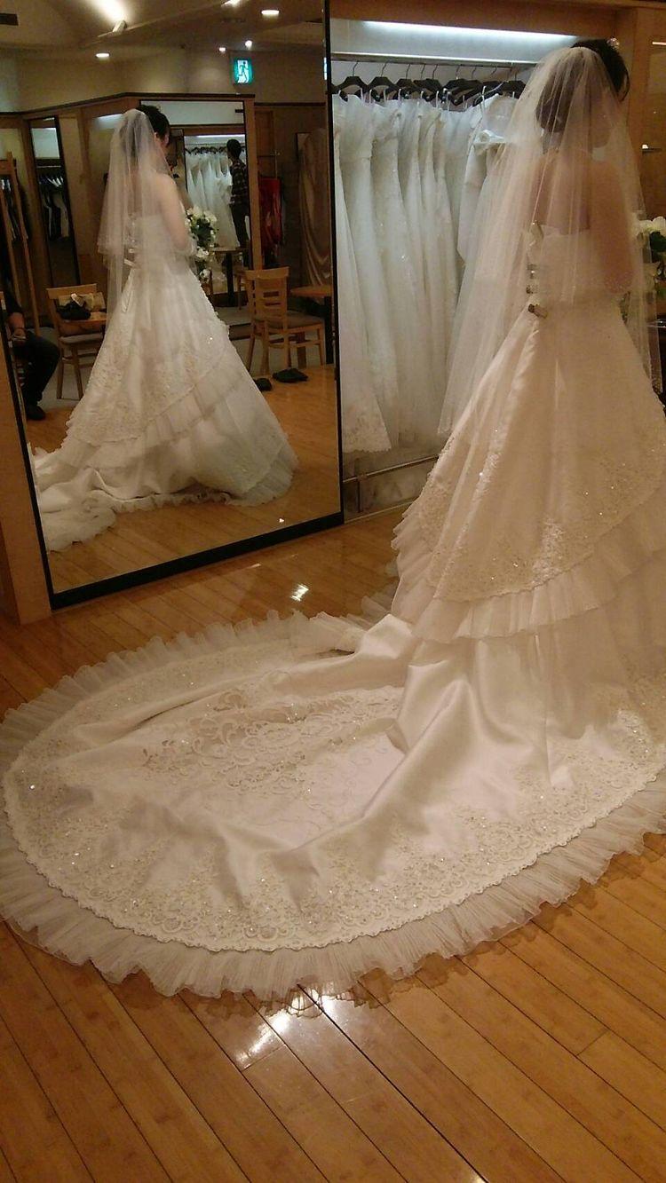 細部まで凝った華やかなドレス