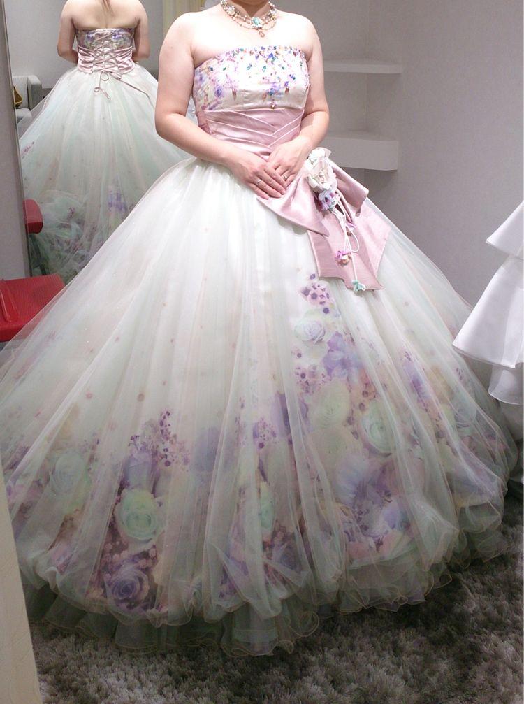 パステルカラーの花柄ドレス