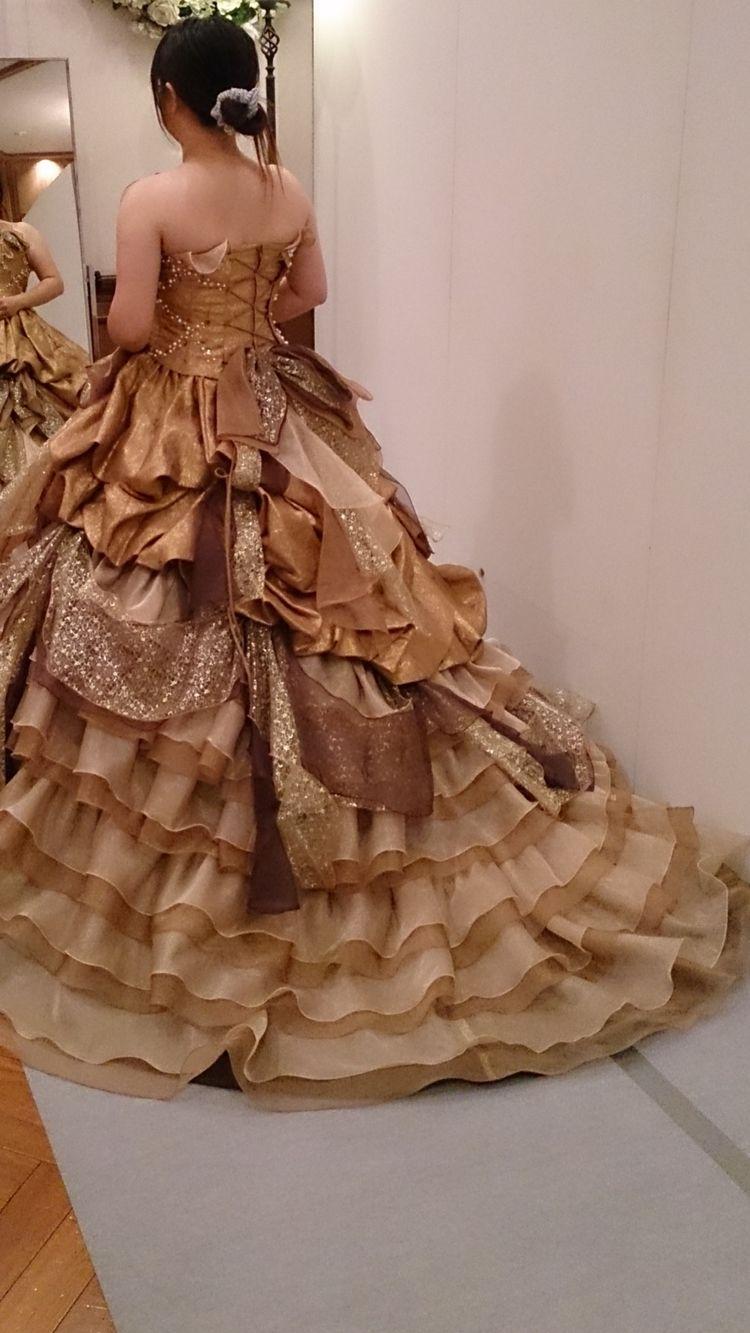 ゴージャスなゴールドドレス