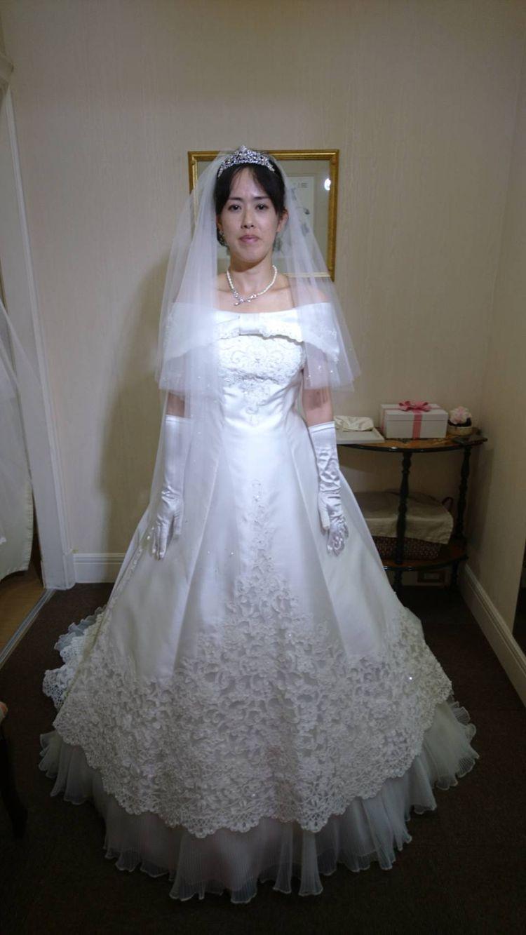 大きなリボンが特徴のウエディングドレス