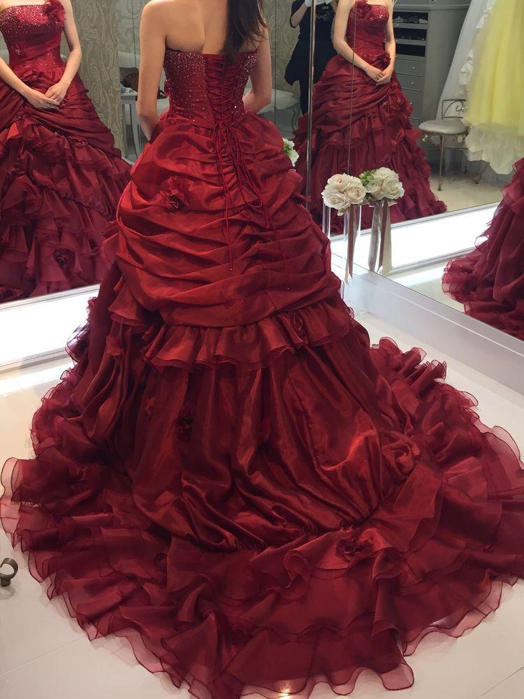 真っ赤なゴージャスドレス