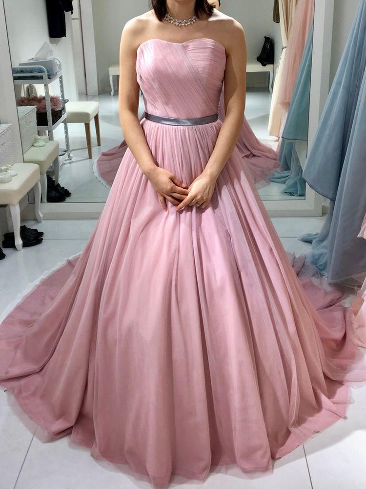淡い落ち着いた色味が素敵なカラードレス