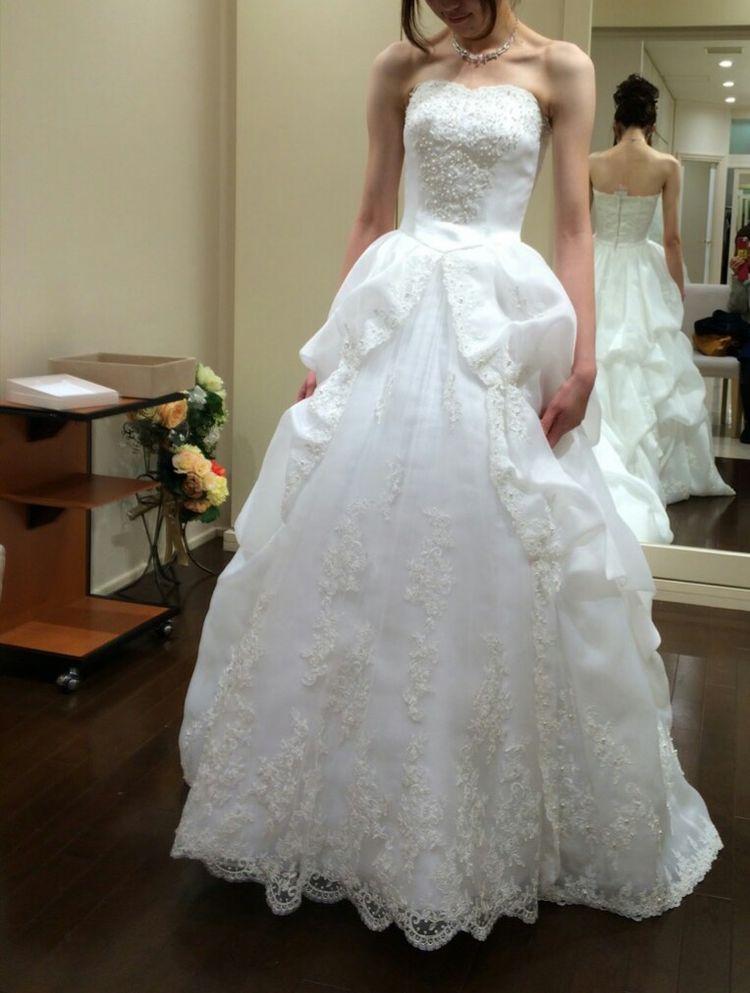細部までとてもきれいなデザインのドレスです