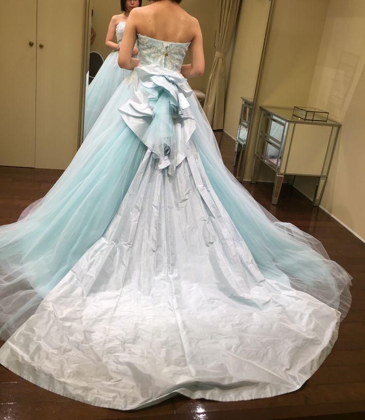すっきり爽やかな水色ドレス