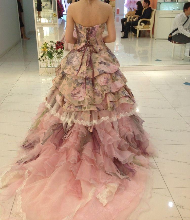 シックな雰囲気で大人かわいいドレス