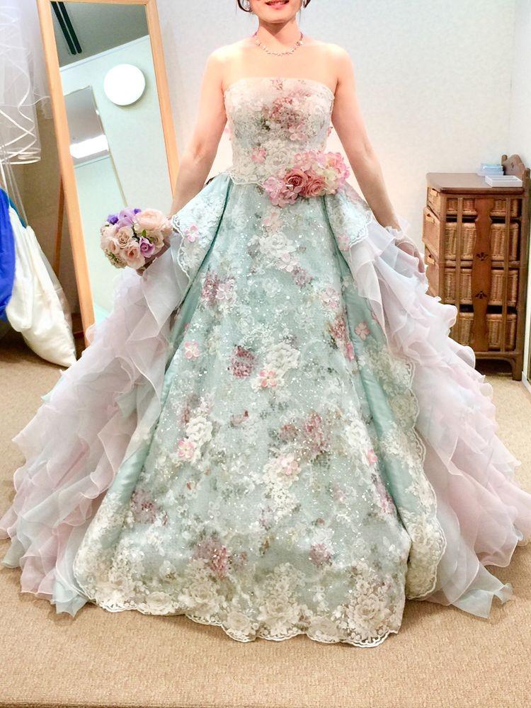 華やかでキュートなドレス。甘くなりすぎずに着れます。