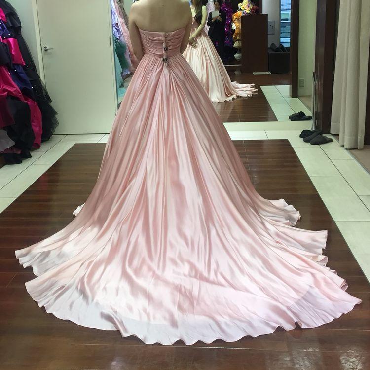 大人可愛いピンクのドレス