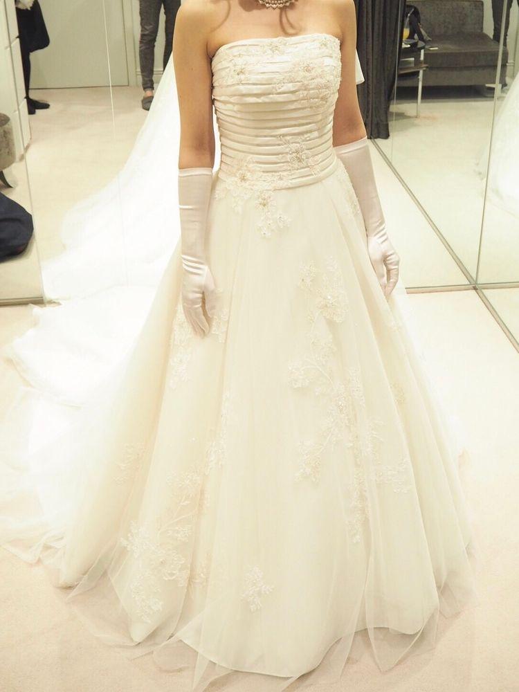 ビーズ刺繍の美しいAラインのドレス