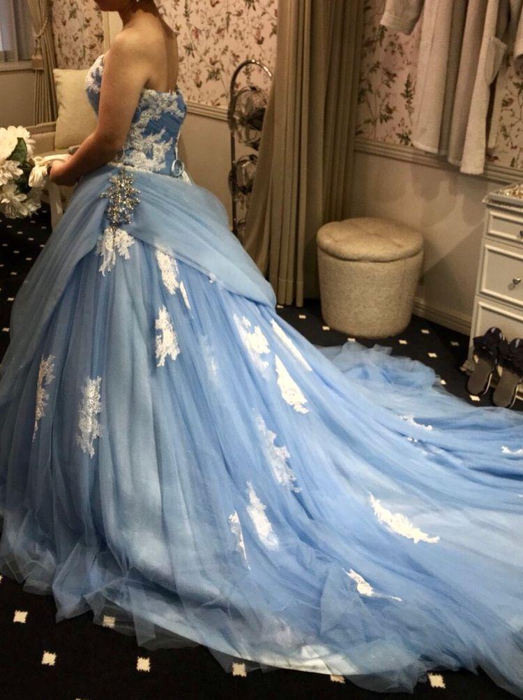 明るい水色チュールのカラードレス