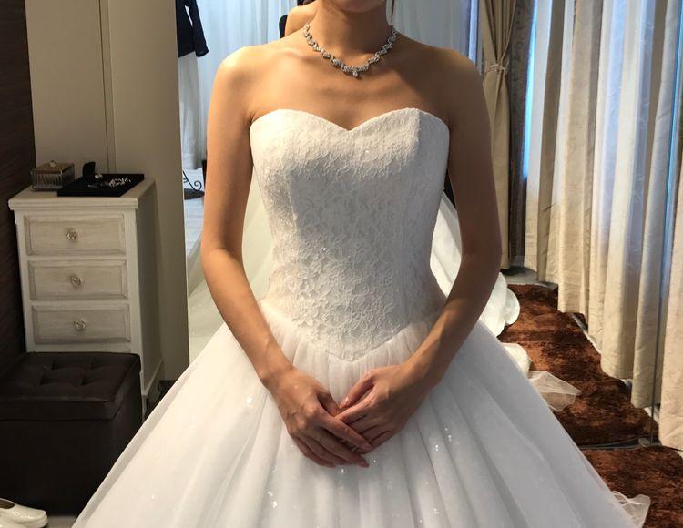 シンプルで綺麗なウエディングドレス
