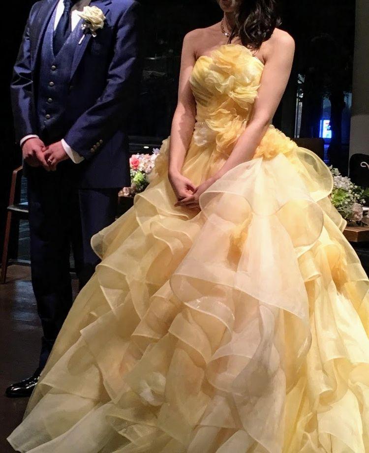 華やかな黄色のドレス