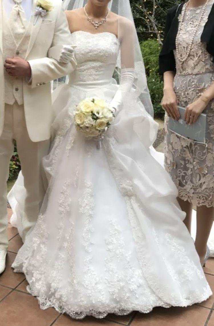 レースが細やかな純白のウエディングドレス