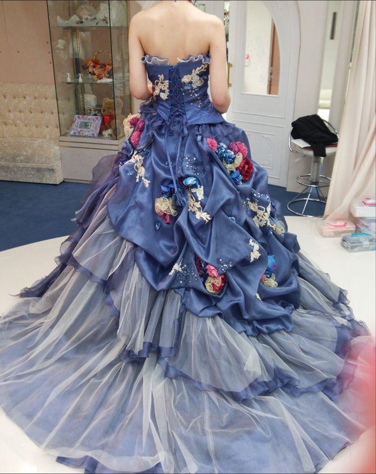 リアルなお花が散りばめられた大人っぽドレス