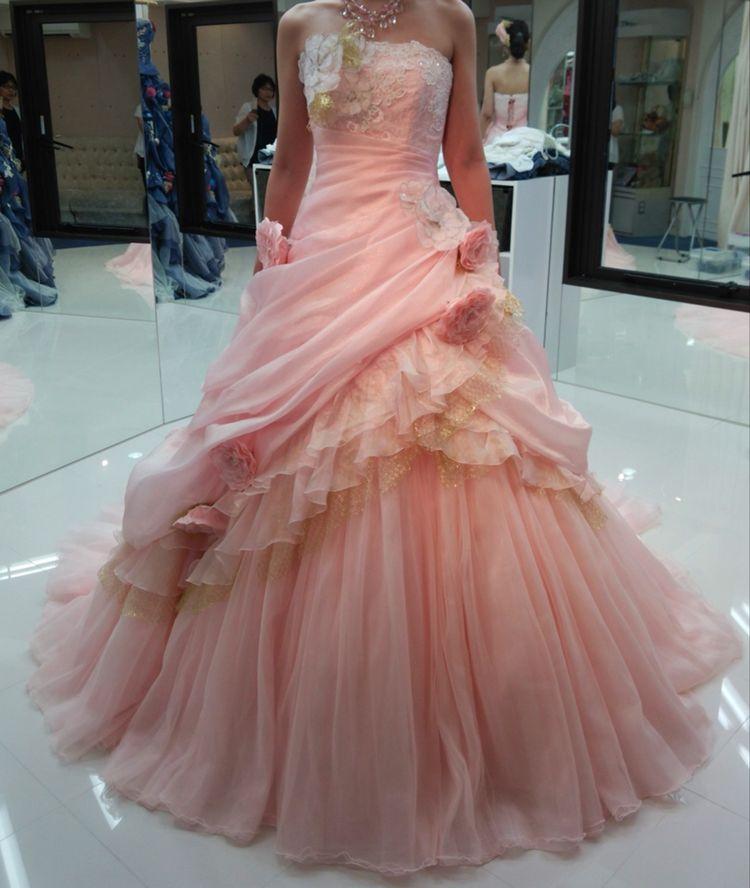 サーモンピンクの王道ドレス