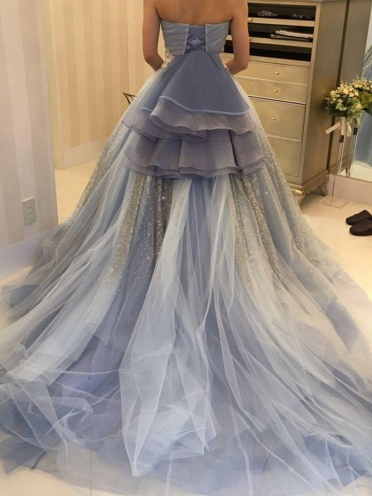 水色のキラキラドレス