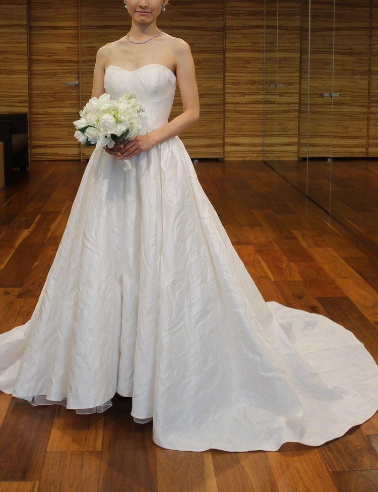 珍しいジャガードドレス