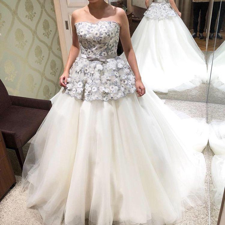 グレーのお花刺繍スカラップドレス