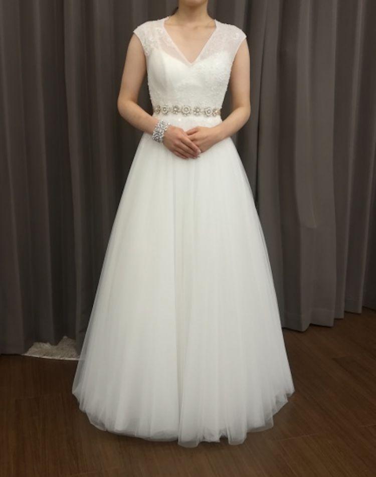 バックスタイルが可愛い二次会用ドレス
