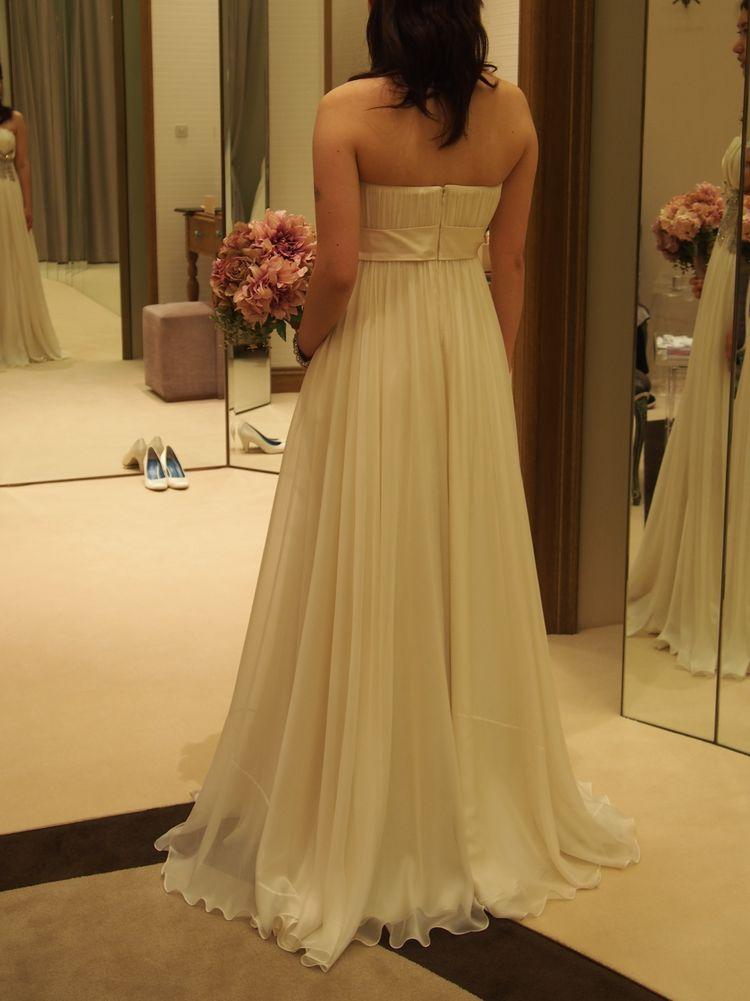 スタイリッシュでかわいいリボンドレス
