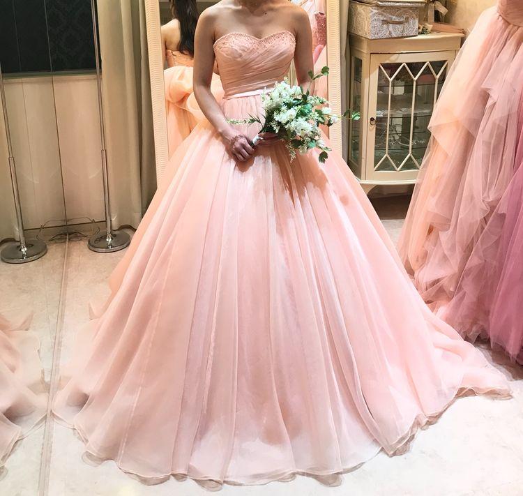 淡いピンクのお姫様ドレス