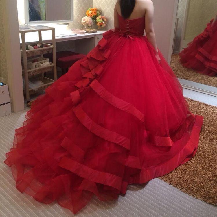 ふわふわ真っ赤なカクテルドレス