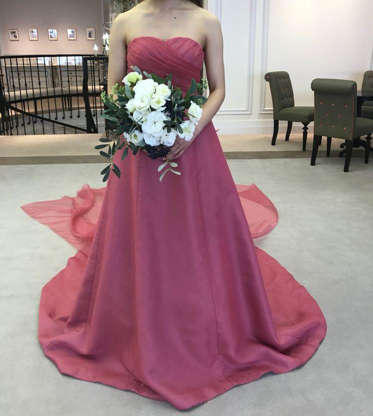 シンプル可愛いショッキングピンクドレス