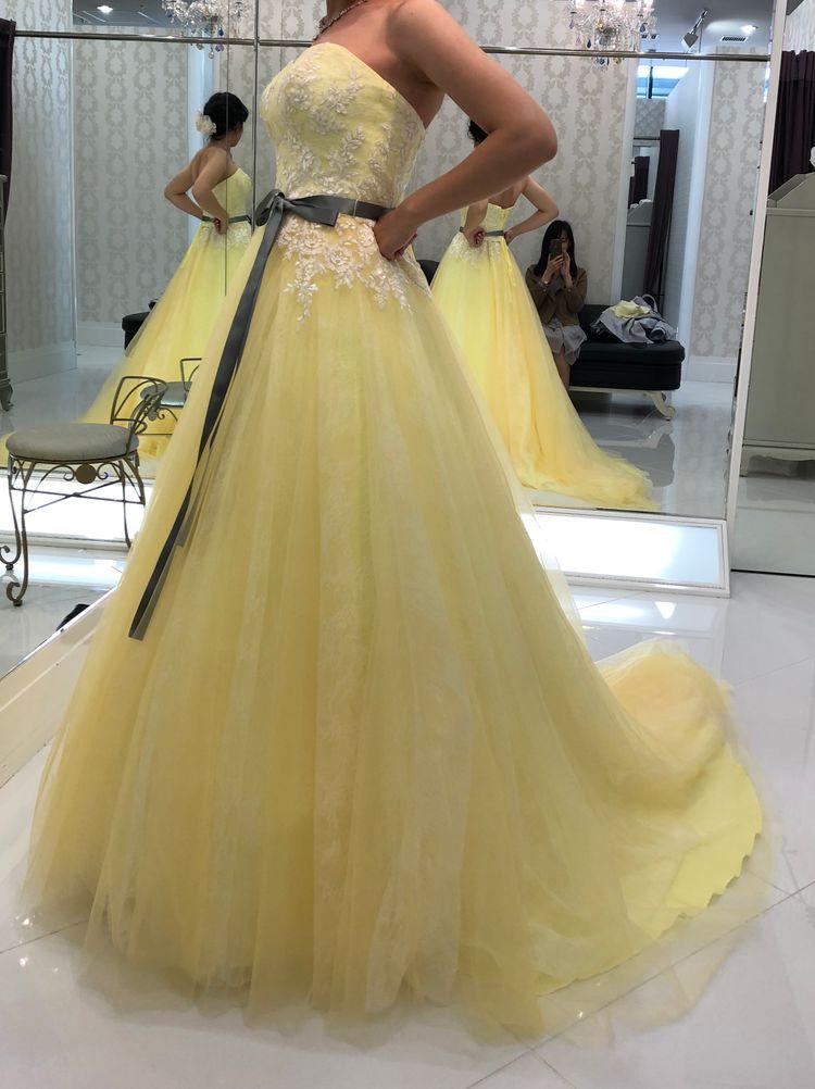 ハーバルカラーがカワイイ黄色ドレス