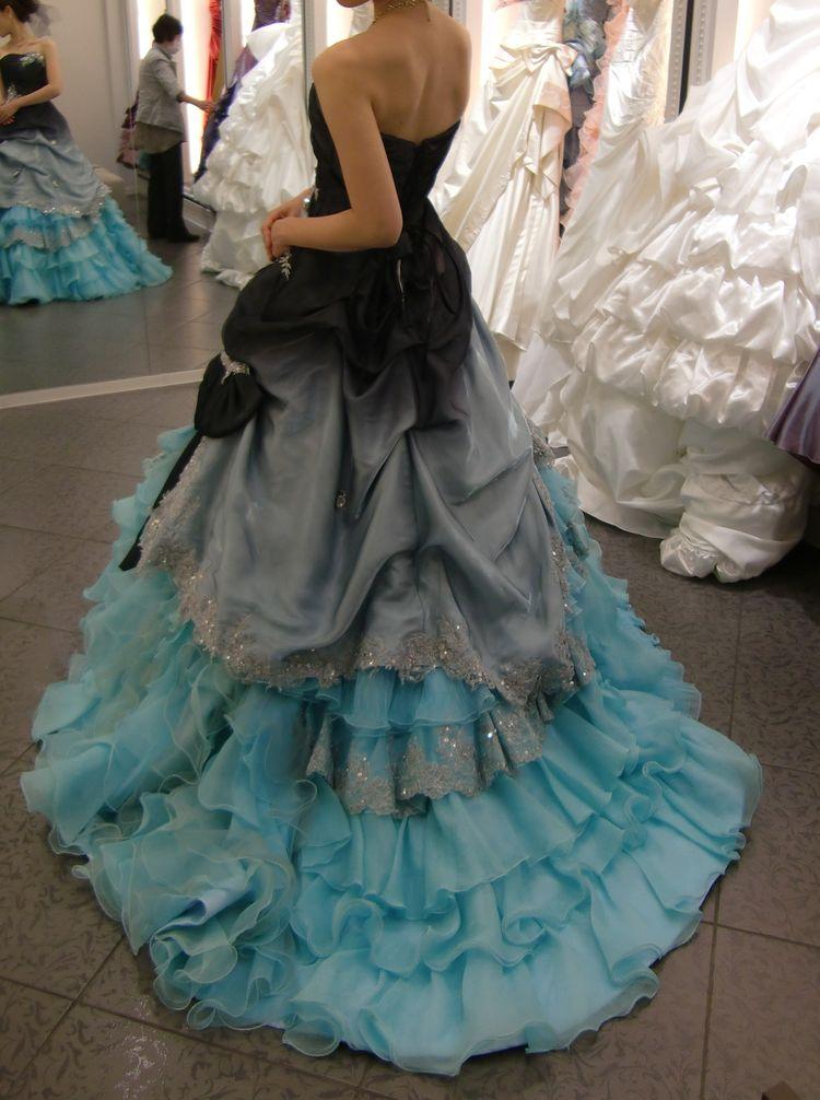 黒×水色のドレス