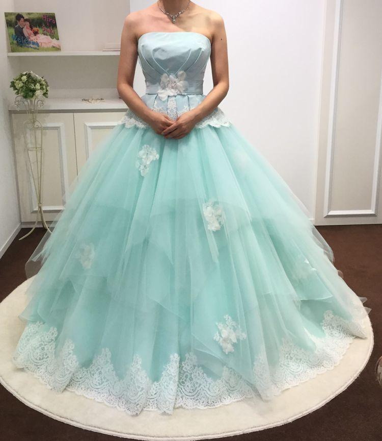淡い色味のかわいいドレス