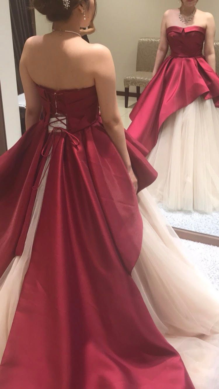 クールな赤系カラードレス