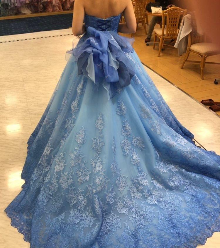 ブルーのレースドレス