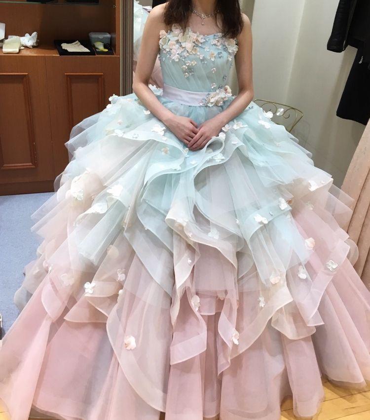 とてもボリュームがあって可愛いドレスです