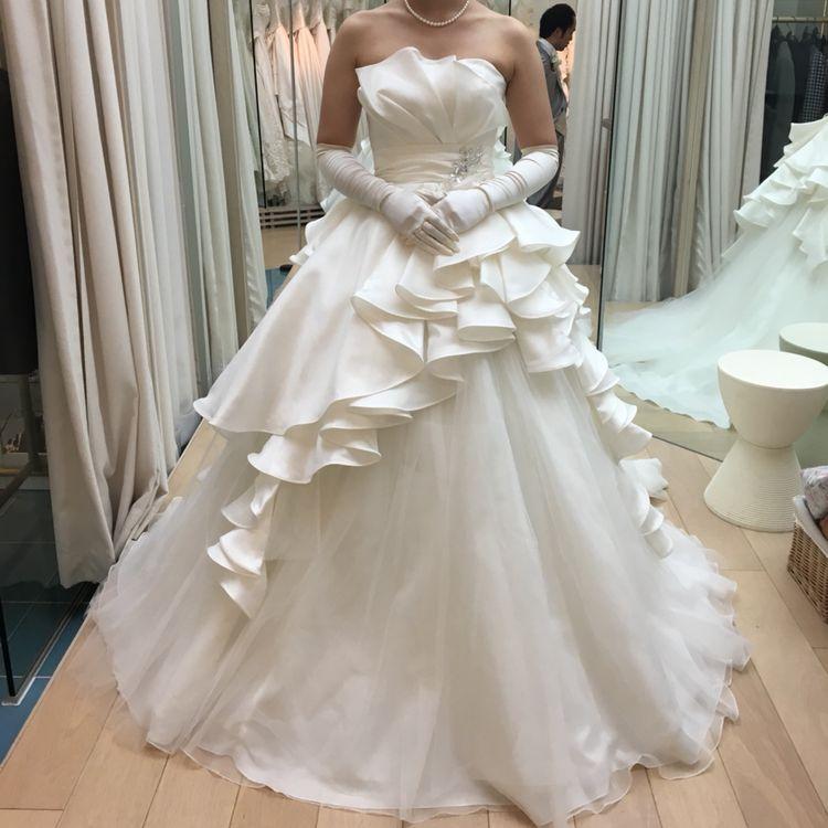 シンプル華やかなウェディングドレス