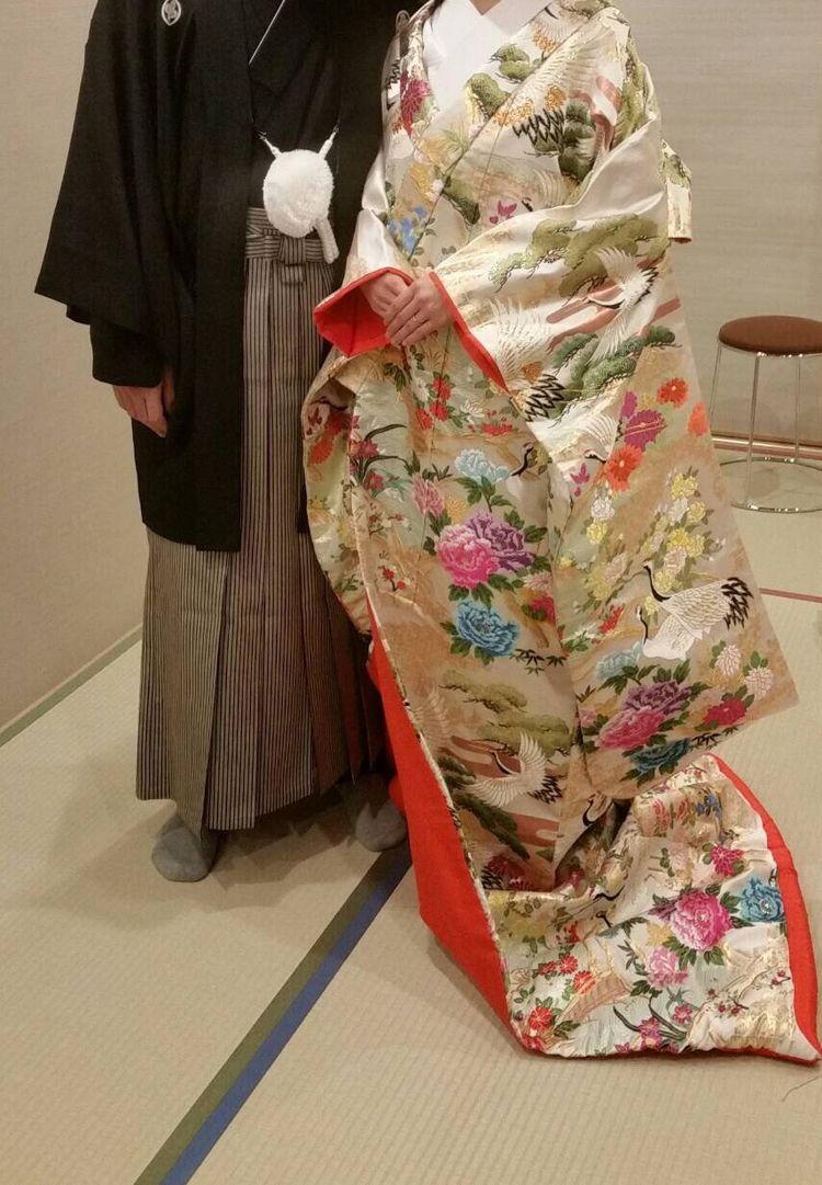 鶴と牡丹と松の色打掛