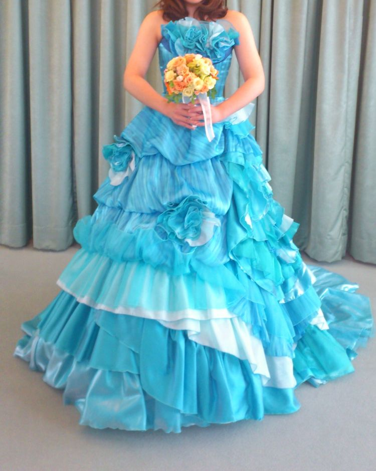 大人かわいい!フラワーモチーフのカラードレス ブルー