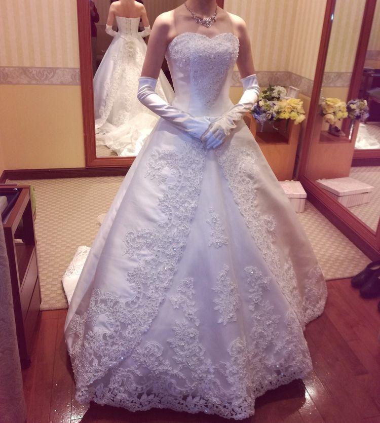 袖が取り外し可能!贅沢なレースが素敵なドレス!
