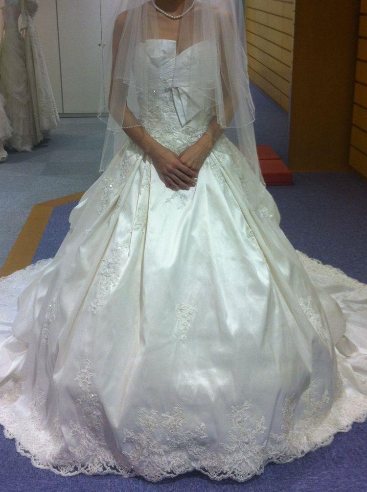 バルーンのスカートがとっても印象的なドレスを発見!
