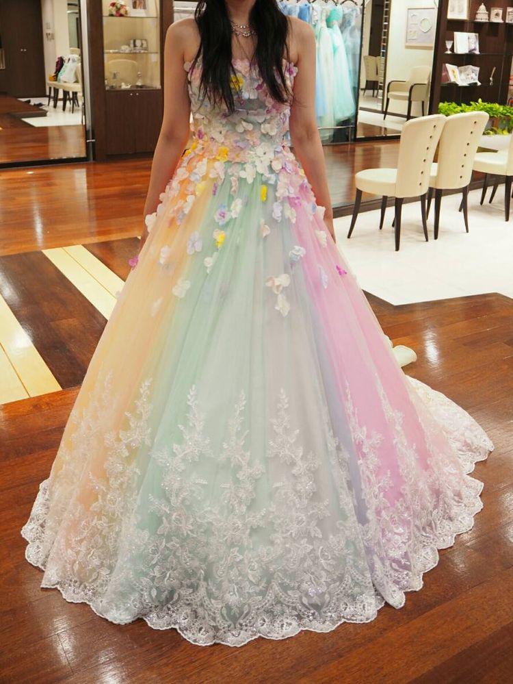 レインボーカラードレスです