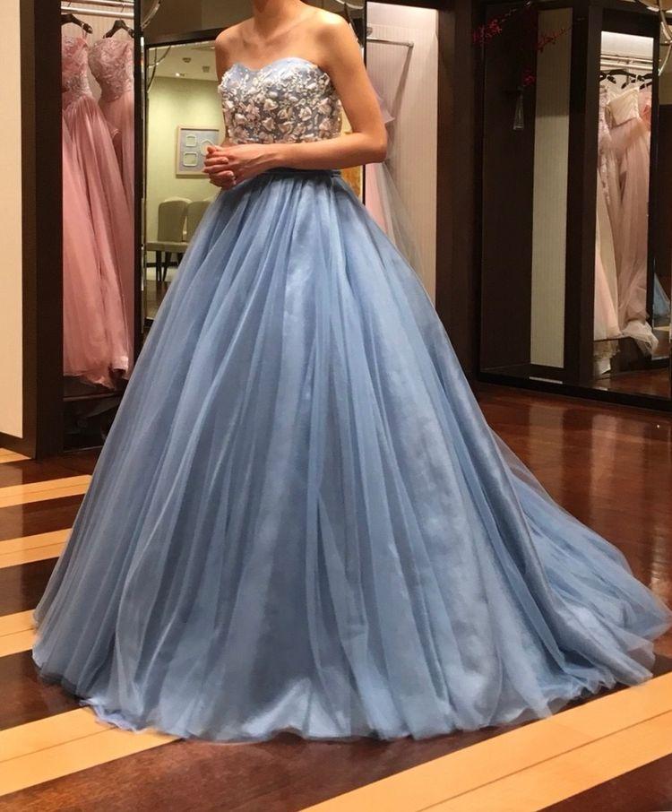 シンプルで大人なドレス