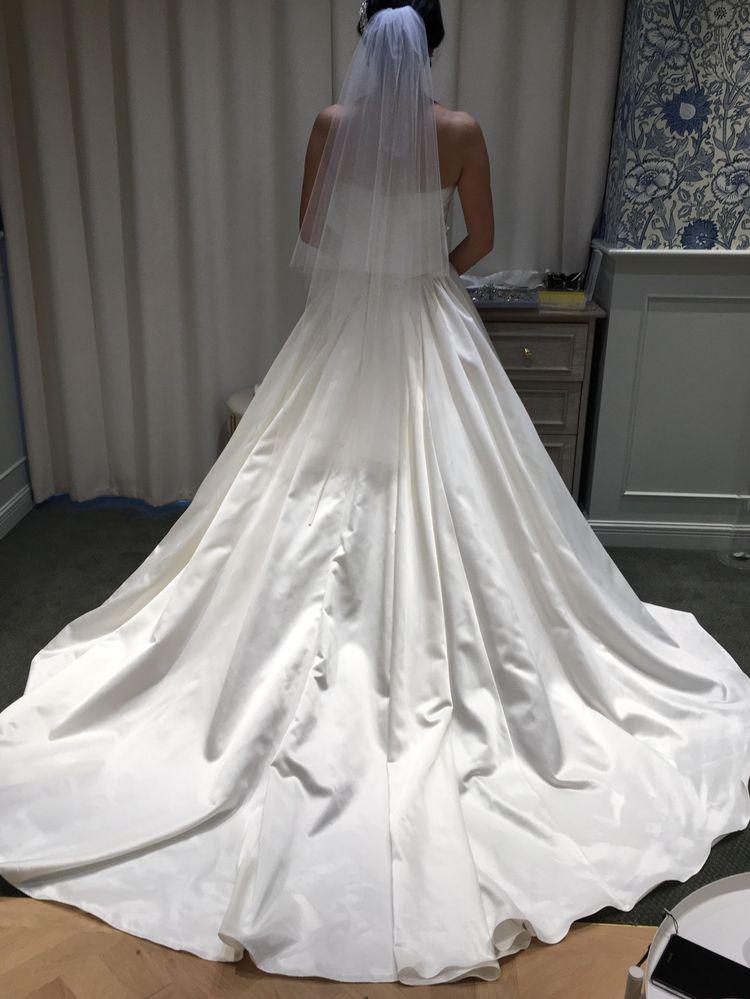 シンプルな優しいウェディングドレス